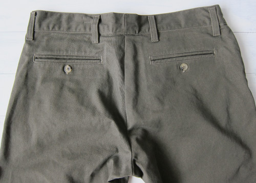 Men's chinos, back pockets