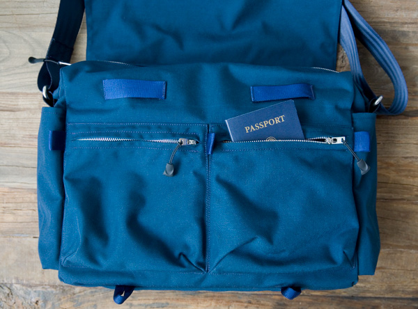 Cordura messenger bag, front