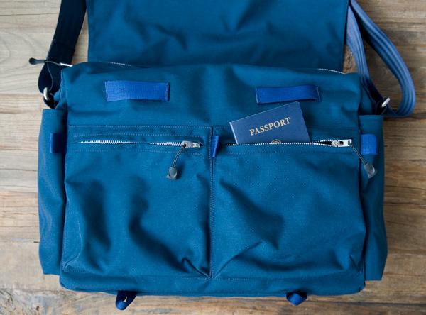 Cordura messenger bag, front