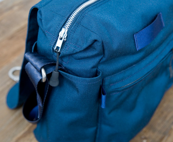 Cordura messenger bag, side